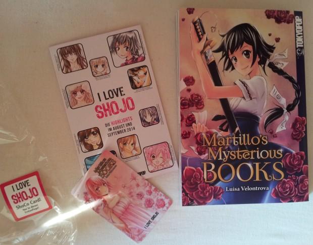 """Die volle Dröhnung rosa: Martillo's Mysterious Books, die Shojo-Vorschau von Tokyopop und die """"Shoco""""-Plastikkarte mit Daten zur Mangaka Luisa Velontrova."""