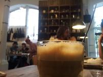 """Der beste Kaffee ever im """"less political""""! ^-^ Ihr wollt wissen warum? Nein, nicht (nur) weil es Sojamilch für mich gab, sondern ..."""