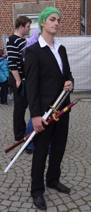 Man kann niemals genug Schwerter haben, nicht wahr, Zoro? ^^