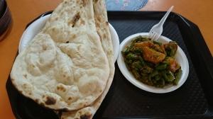 Nur damit hier nochmal ein Bild ist. :D Das Naan-Brot mit indisch gewürztem Gemüse, das ich nach dem Vortrag gegessen habe. ^^